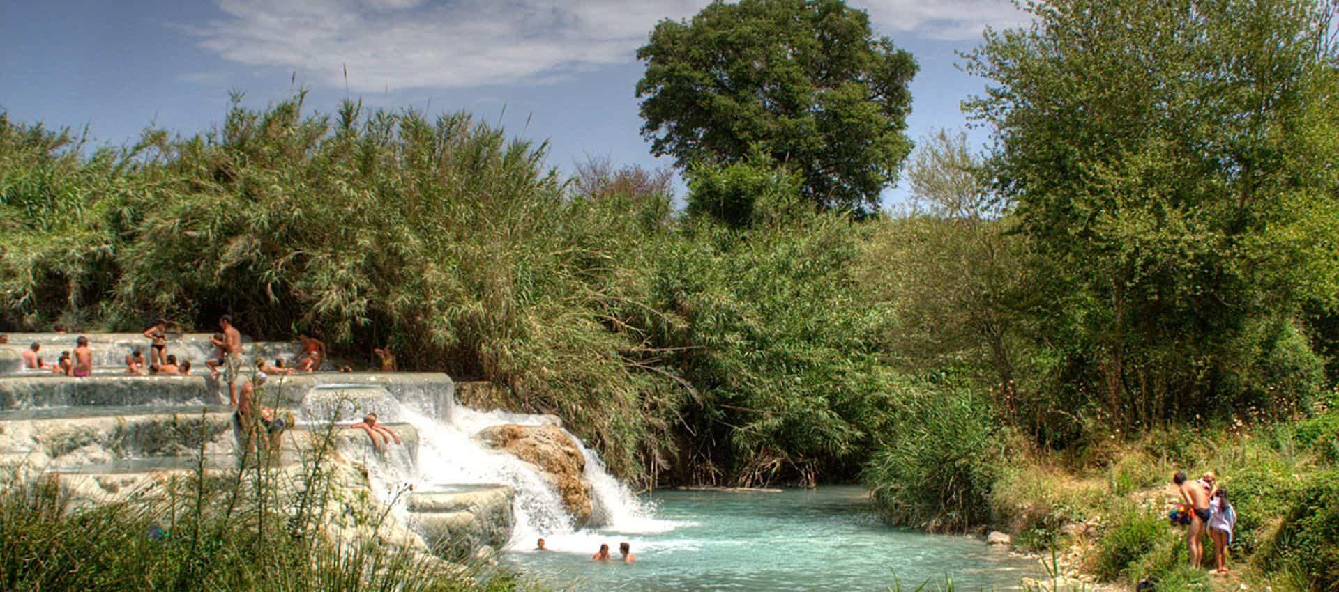 Cascate del mulino a saturnia terme - Cascate per piscine ...