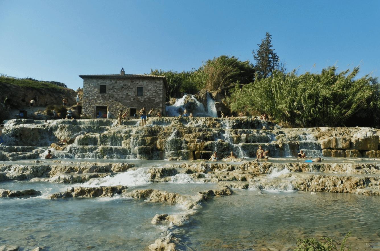 Terme di Saturnia Libere in Toscana Cascate del Mulino a Saturnia Terme.